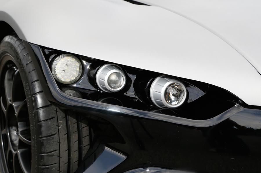 Vuhl 05 headlights