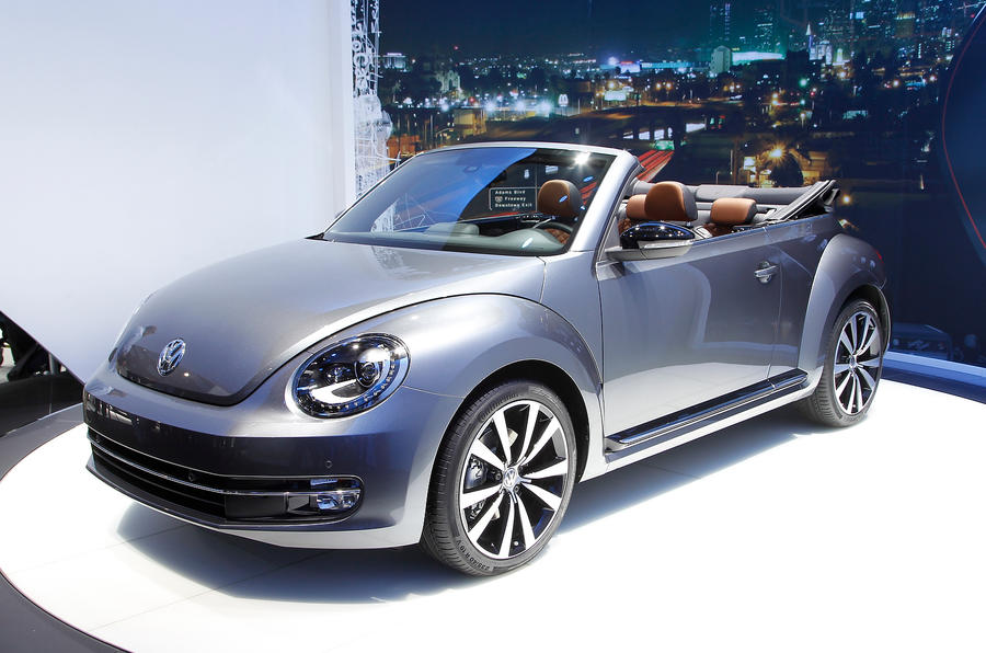 la motor show 2013 volkswagen beetle cabriolet autocar. Black Bedroom Furniture Sets. Home Design Ideas