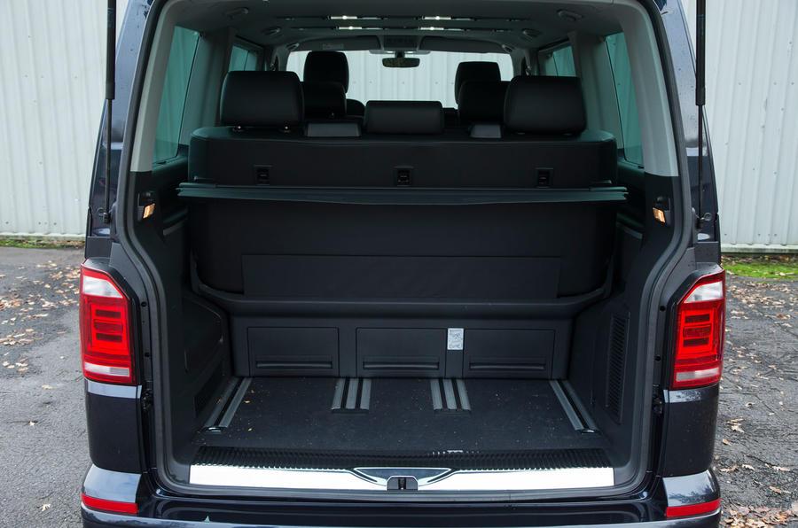 Volkswagen Caravelle boot