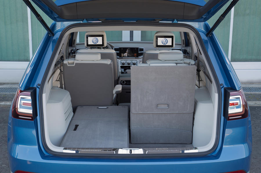Volkswagen CrossBlue concept boot space