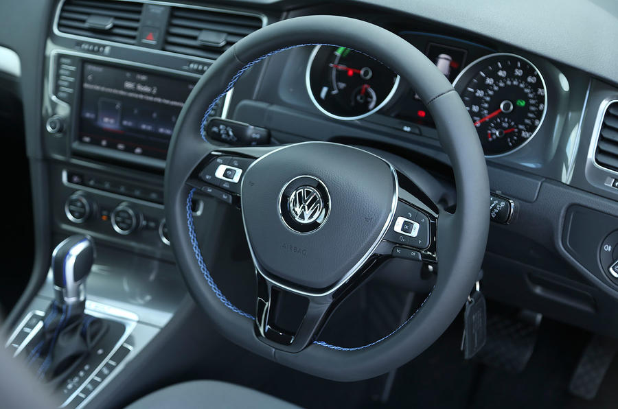 Volkswagen e-Golf steering wheel