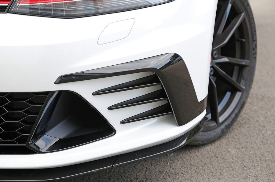 Volkswagen Golf GTI front aerodynamics