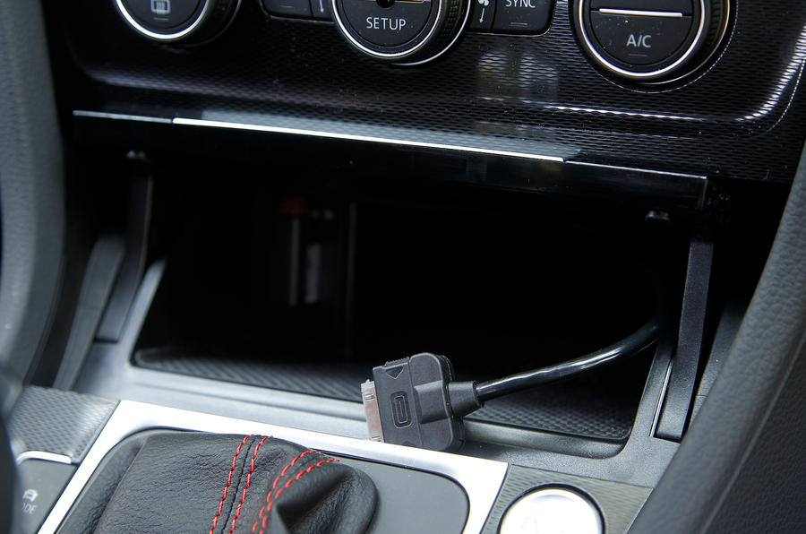 Volkswagen Golf GTI multimedia ports