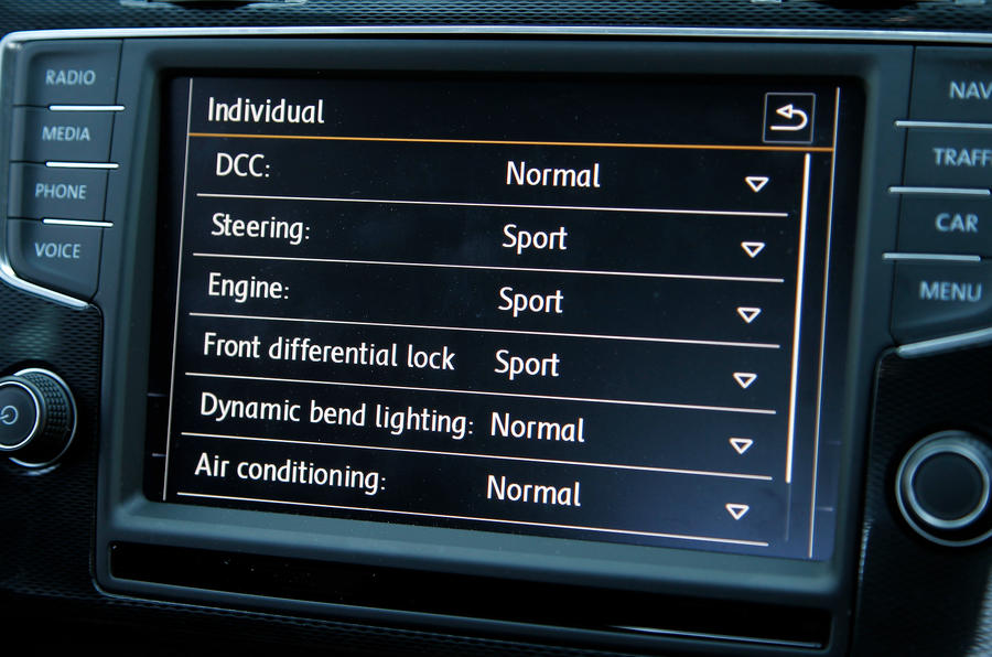 Volkswagne Golf GTI infotainment