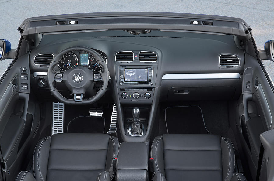 Volkswagen Golf R Cabriolet dashboard