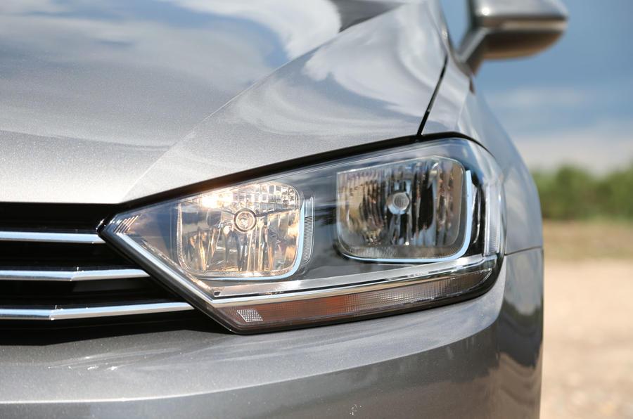 6a09b9e2d2a5 ... Volkswagen Golf SV headlights ...