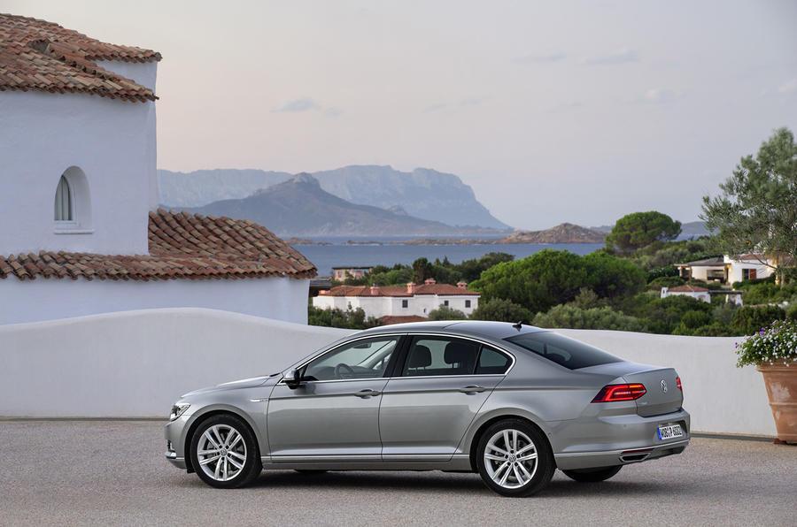 VW Passat 2.0 BiTDi GT 4Motion side profile