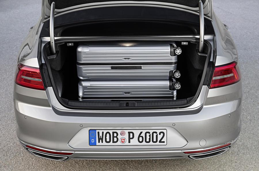 VW Passat 2.0 BiTDi GT 4Motion boot space