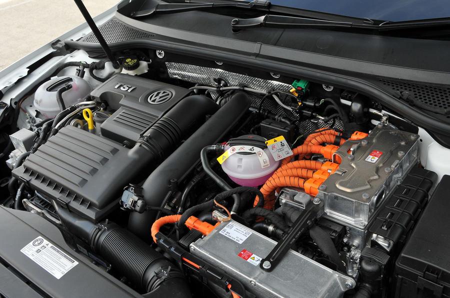 Volkswagen Passat Gte Interior Autocar