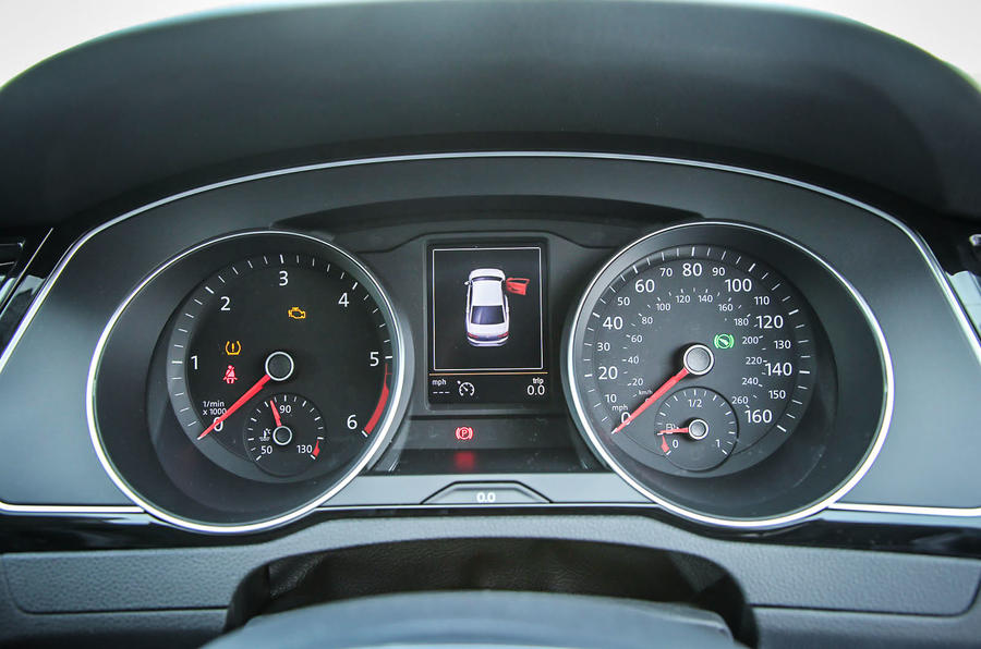 The instrument binnacle in the Volkswagen Passat