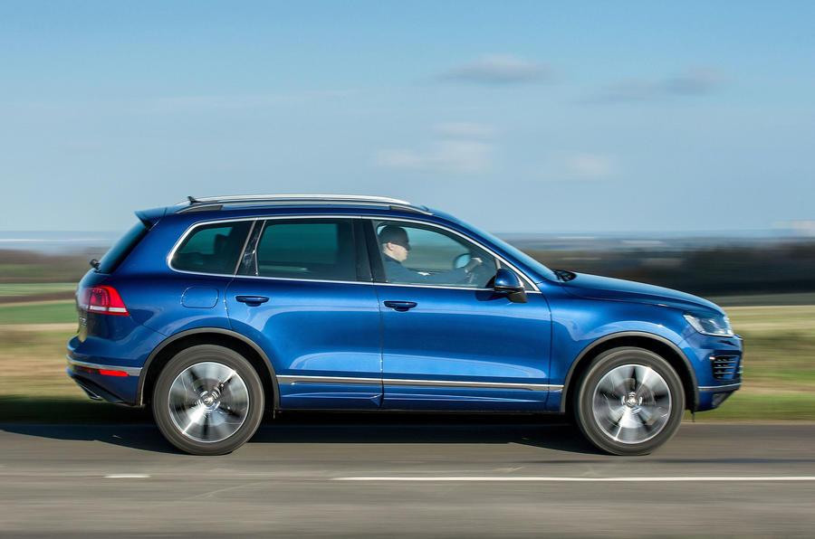 £48,215 Volkswagen Touareg 3.0 V6 TDI SCR 262 R-Line
