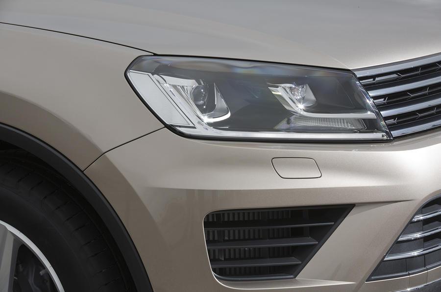 Volkswagen Touareg headlights