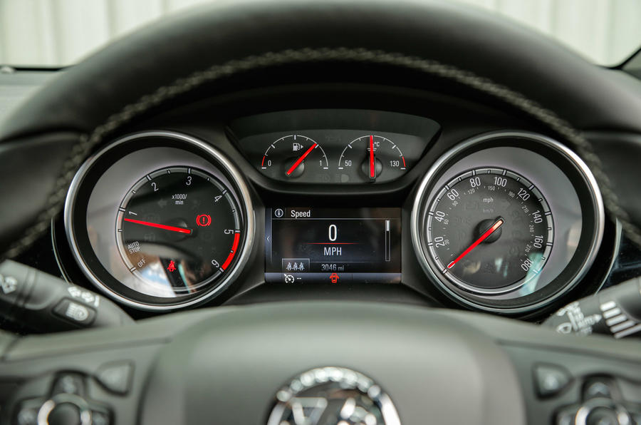 Vauxhall Astra Sports Tourer instrument cluster