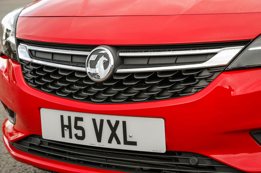 Vauxhall Astra front grille