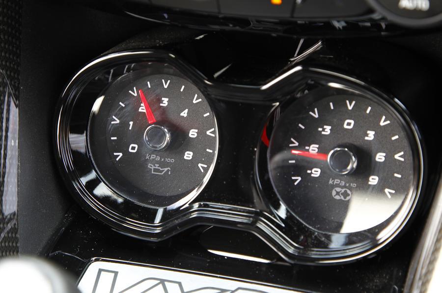 Vauxhall VXR8 GTS pressure gauges