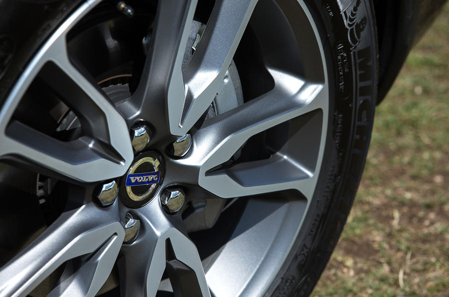 17in Volvo V60 Cross Country alloy wheel