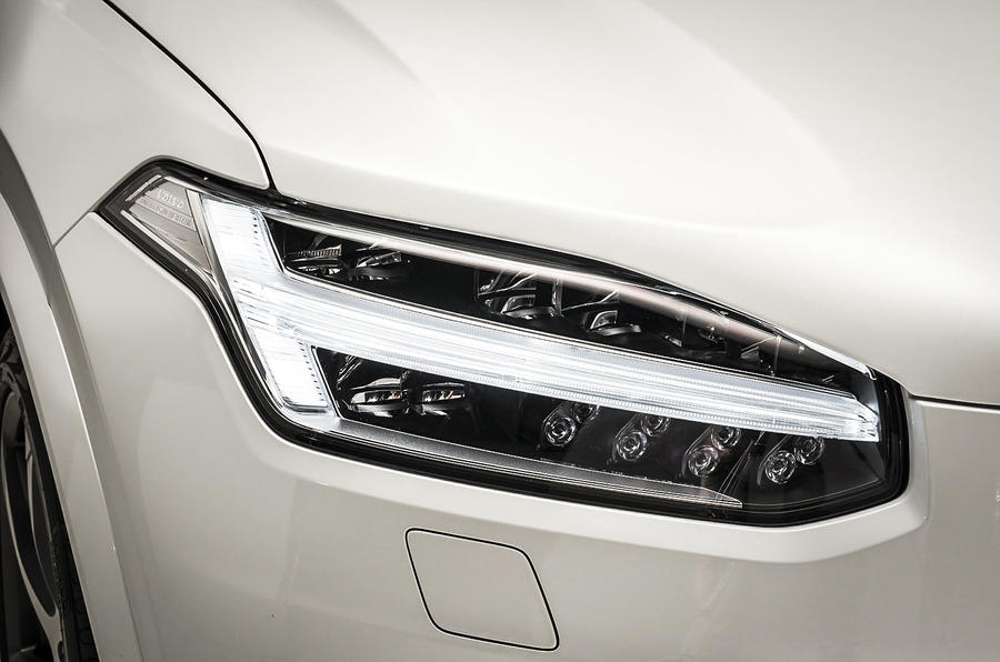 Volvo XC90 LED headlights