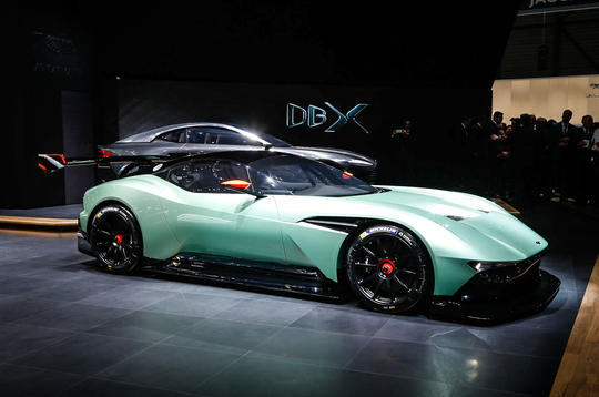 Aston Martin Vulcan hypercar gets Geneva debut