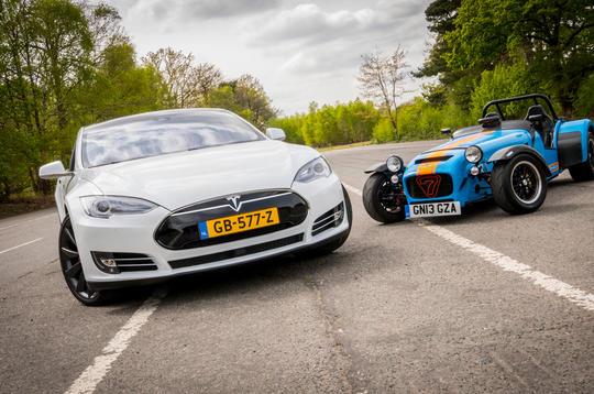 Video: Tesla Model S P85D - the ultimate drag race