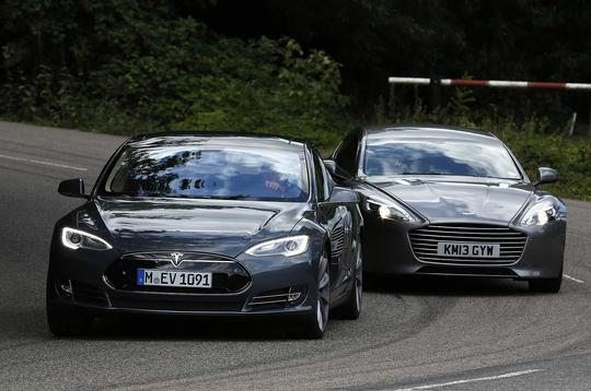 Video: Tesla Model S vs Aston Martin Rapide S