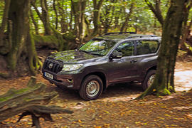 Toyota Land Cruiser Utility 3dr 2018 long-term review - hero front