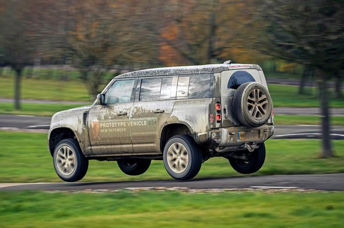 Land Rover Defender 2020 - hero side