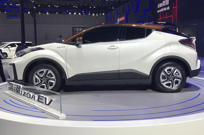 Toyota C-HR EV - side