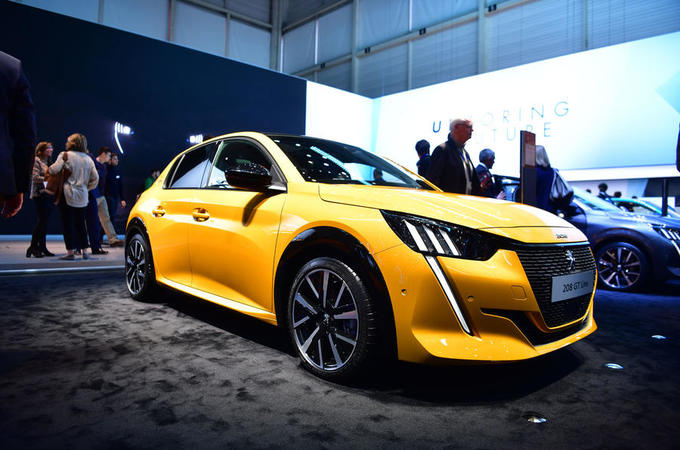 Peugeot 208 2019 - stationary front