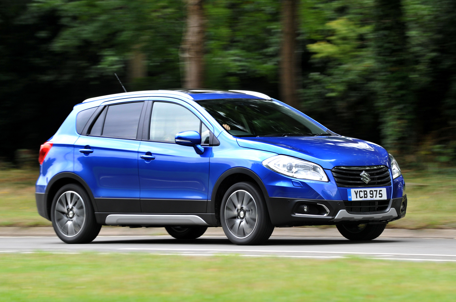 suzuki sx4 s cross 1 6 ddis allgrip sz5 mpv first drive. Black Bedroom Furniture Sets. Home Design Ideas