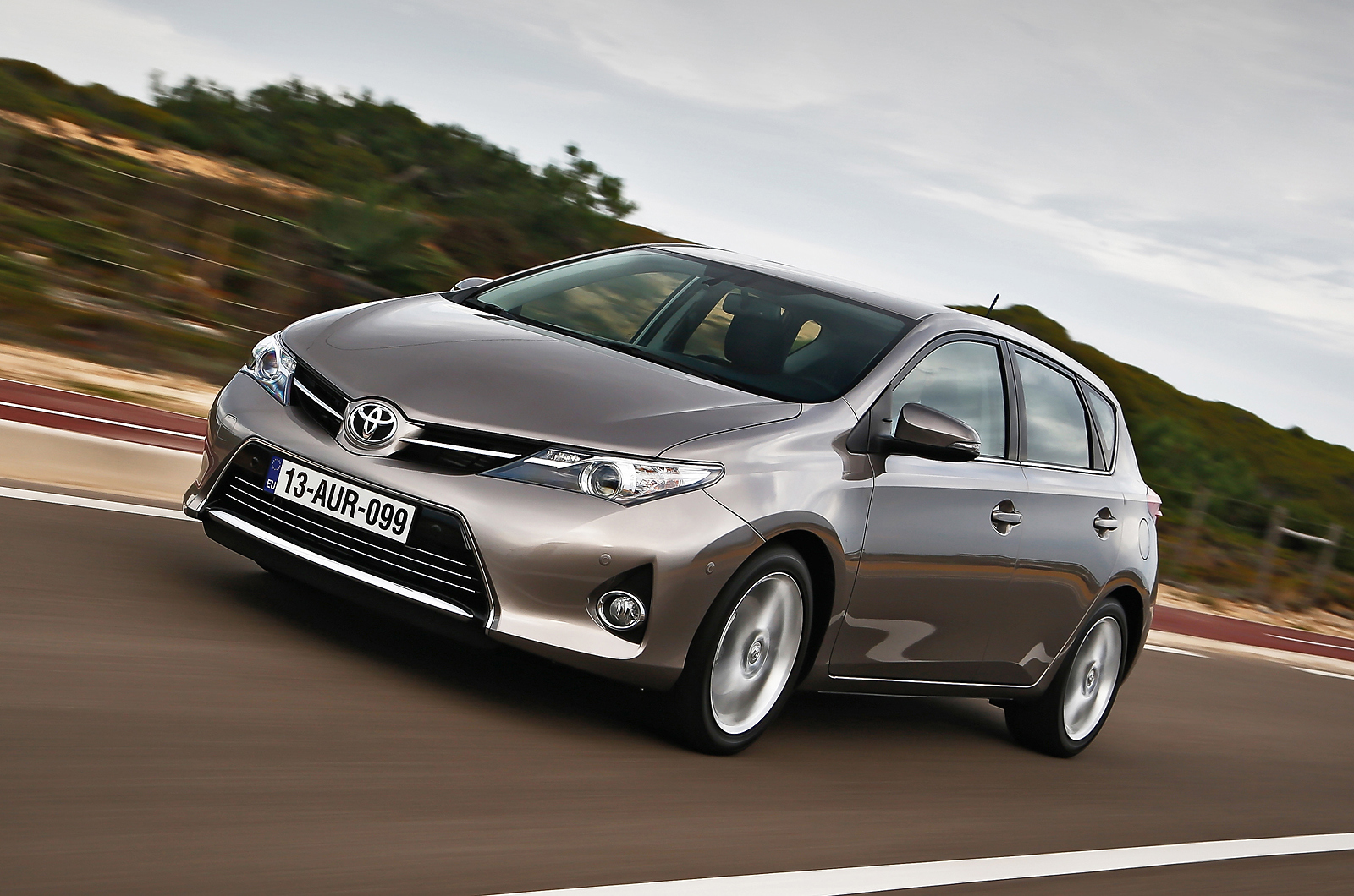 first drive review toyota auris 1 6 icon review autocar. Black Bedroom Furniture Sets. Home Design Ideas