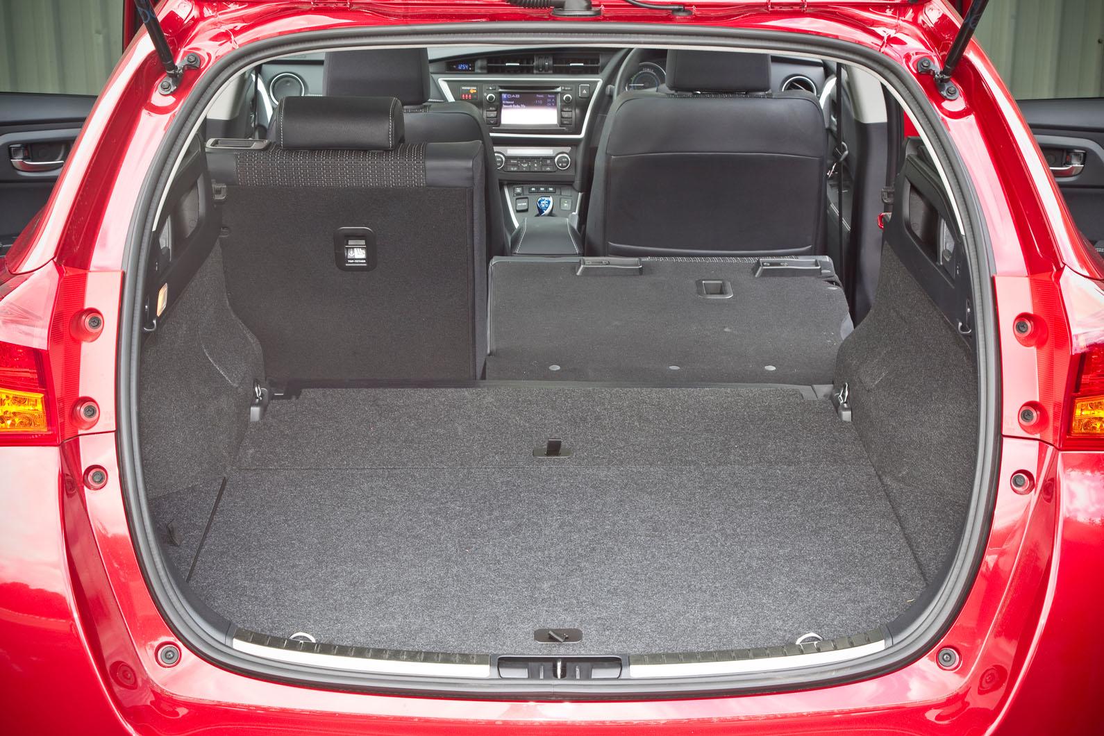 toyota auris touring sports design autocar. Black Bedroom Furniture Sets. Home Design Ideas