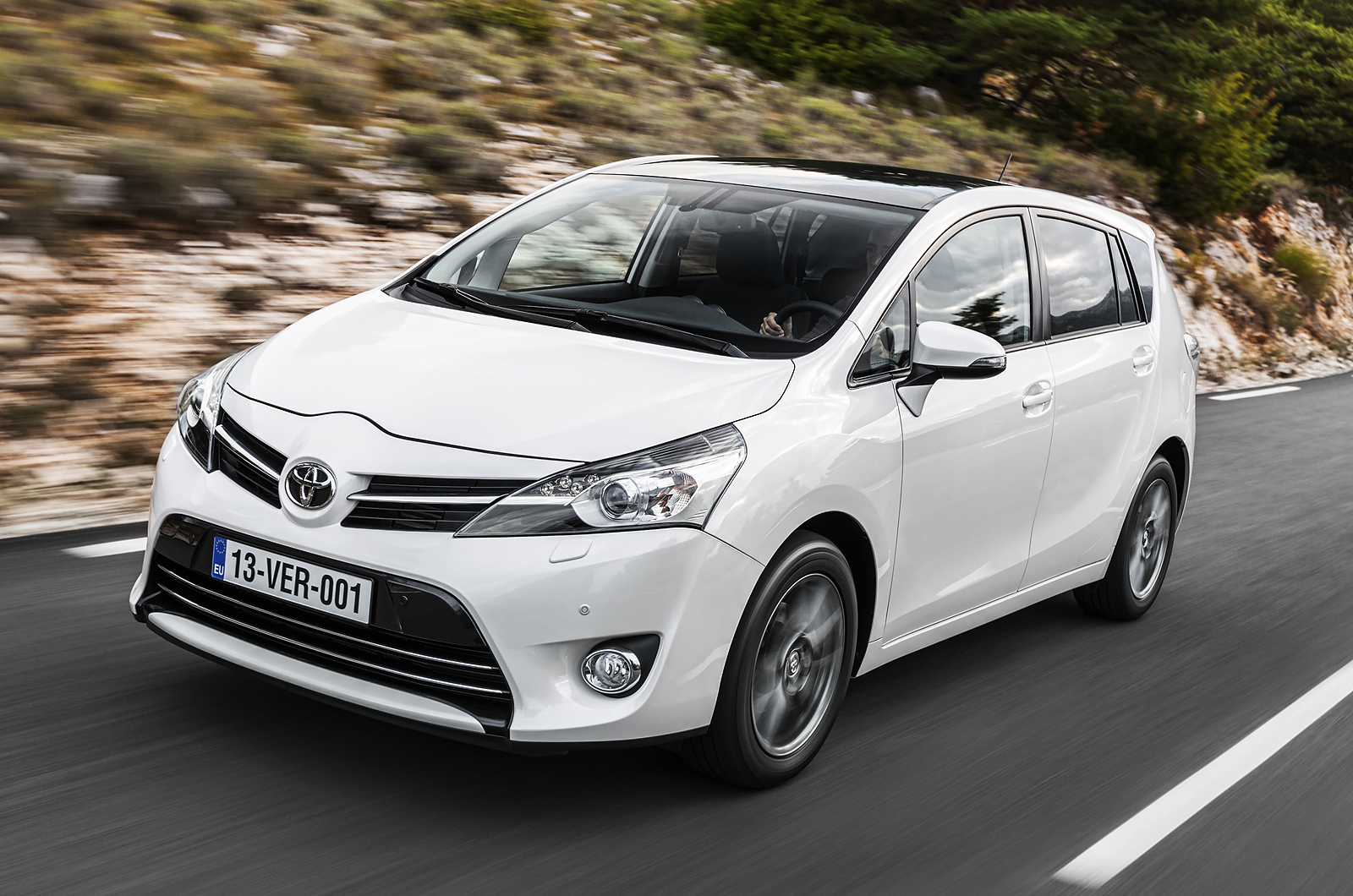 toyota verso icon 7 seat 2 0 d 4d first drive review autocar