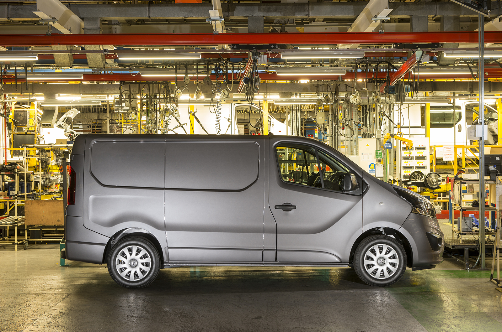 2014 [Renault/Opel/Fiat/Nissan] Trafic/Vivaro/Talento/NV300 - Page 4 Vauxhall-van-44