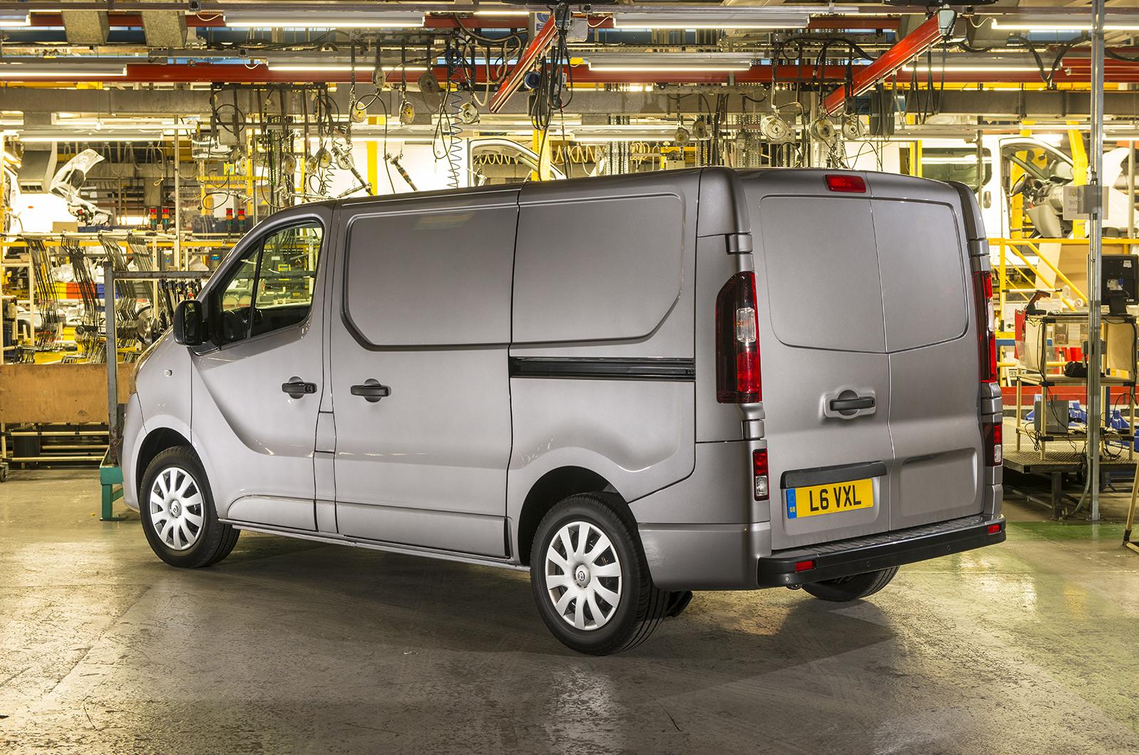 2014 [Renault/Opel/Fiat/Nissan] Trafic/Vivaro/Talento/NV300 - Page 4 Vauxhall-van-45