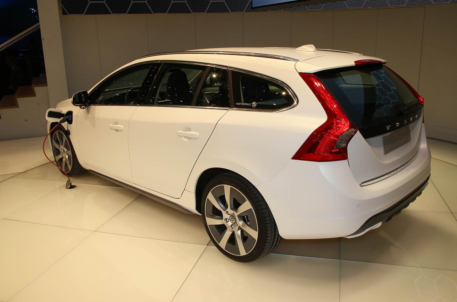 geneva motor show 2011 volvo v60 hybrid autocar. Black Bedroom Furniture Sets. Home Design Ideas
