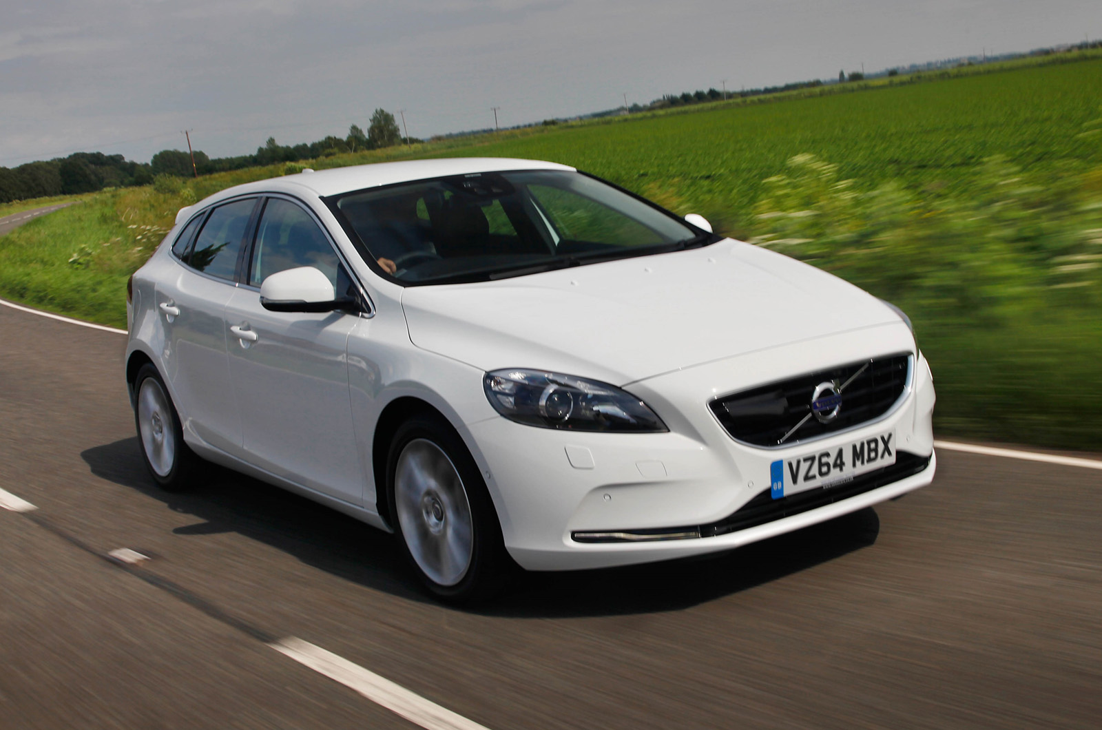 volvo v40 t5 r design lux nav first drive review autocar. Black Bedroom Furniture Sets. Home Design Ideas