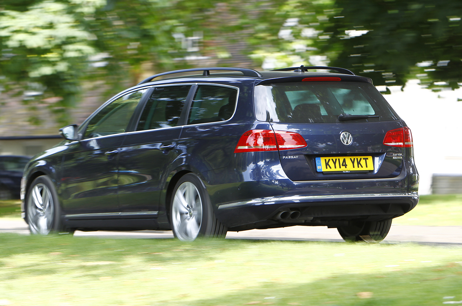 volkswagen passat estate executive style 2 0 tdi bluemotion first drive. Black Bedroom Furniture Sets. Home Design Ideas